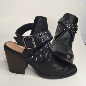 Chinese Laundry booties. Size 6.5 NWT